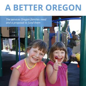 """Dos niños pequeños sonríen con alegría, uno sostiene una piruleta. El texto del título dice """"Un Oregón mejor: los servicios que necesitan las familias de ORegon y una propuesta para financiarlos""""."""