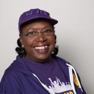 Un retrato sonriente en la cabeza de la líder miembro de SEIU, Annie Smith