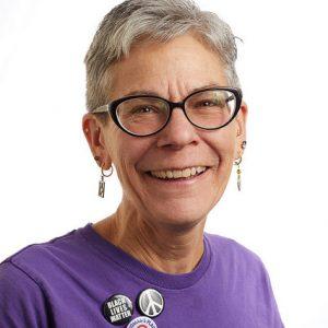 Un retrato sonriente en la cabeza de la líder miembro de SEIU, Leanora Rinda