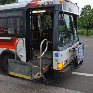 xe buýt với xe lăn