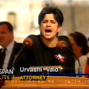 Urvashi Vaid habla en la Marcha en Washington de 1993