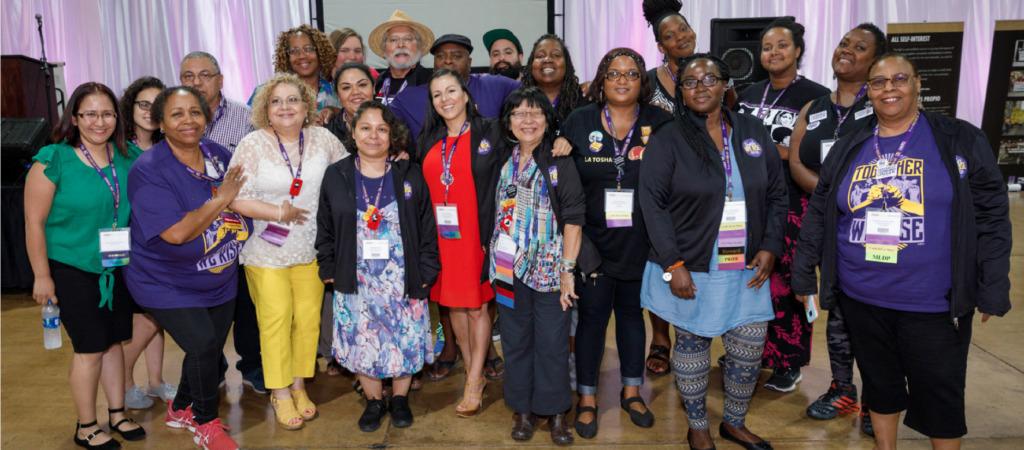 Un grupo de miembros de SEIU negros, indígenas, latinos y asiáticos